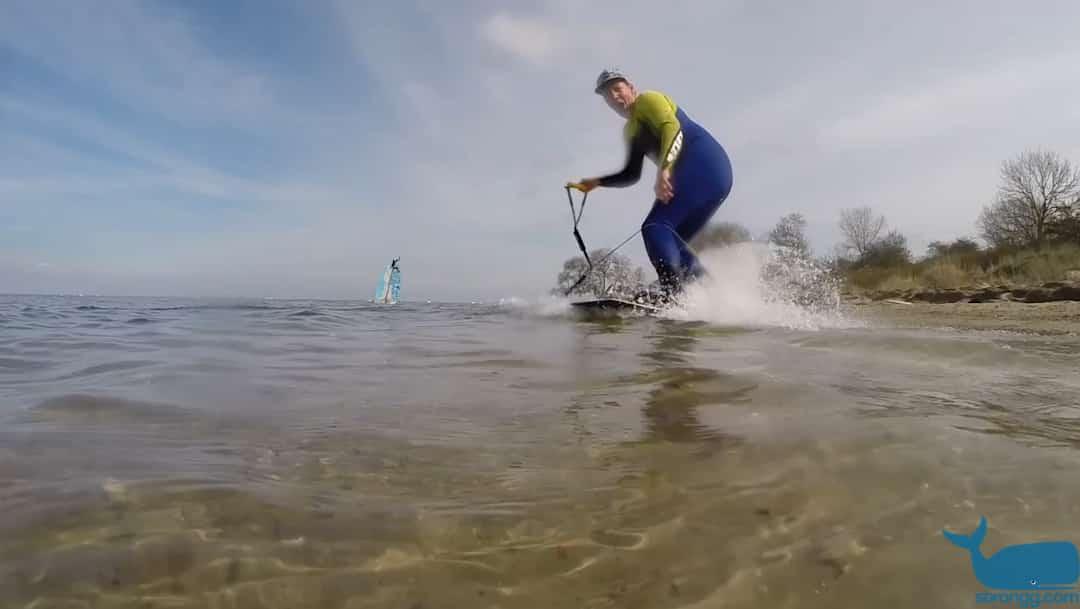 Hat gut funktioniert: Bungee Seil und Kiteboard ohne Finnen