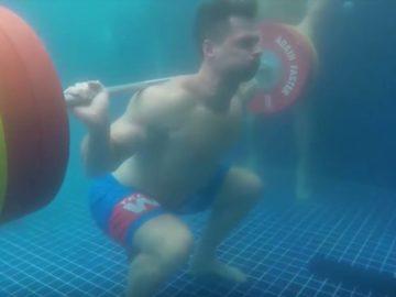 Unterwasser Gewichtheben