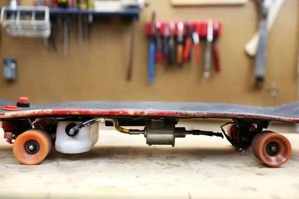 Flammenwerfer Skateboard Seitenansicht