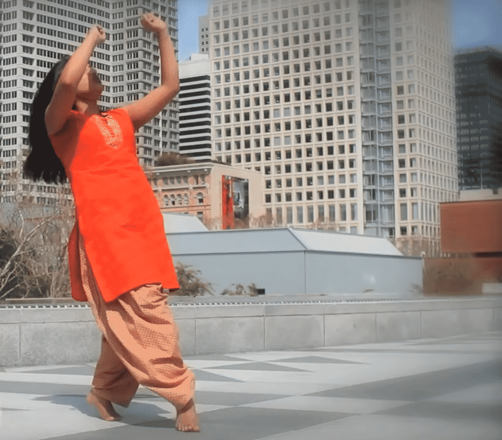 Modernes Bollywood Dance Workout mit traditionellen Elementen