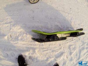 Snoglide Snow Skateboard von der Seite