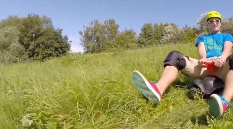 Kann man mit einem Bobby Car Downhill fahren?