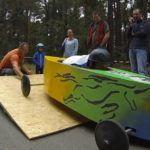 Auch für Erwachsene: Seifenkistenrennen