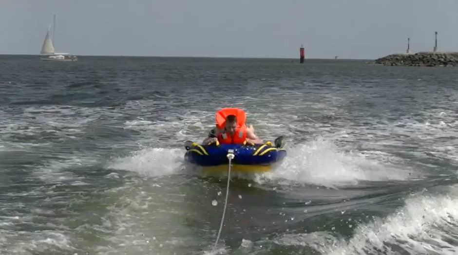 Tube und Boot = Action