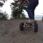 Mo-Bo Skateboard im Sand